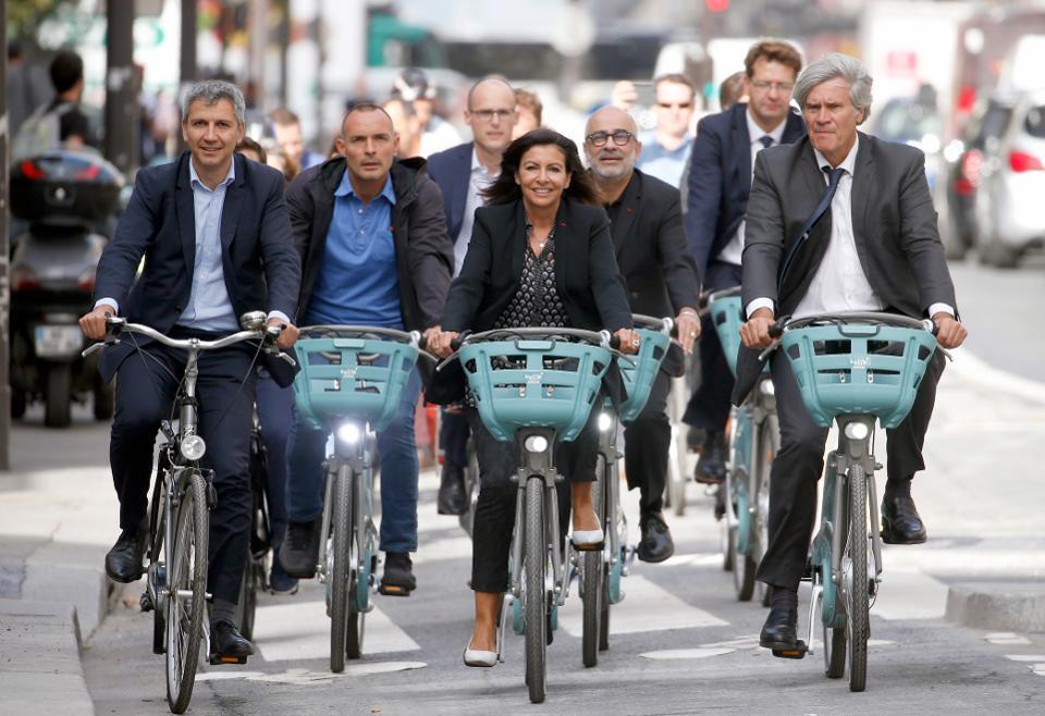 Gradonačelnica Pariza na biciklu