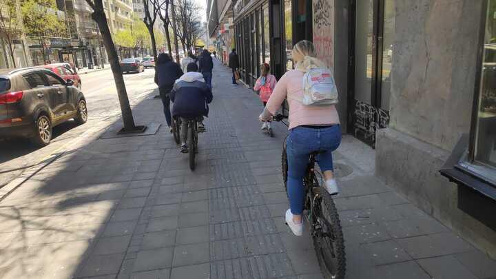 Odbijen predlog za uvođenje biciklanja žutim trakama u vreme pandemije