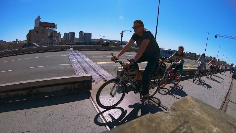 brankov most bicikl pešaci koronavirus pandemija žuta traka covid19 biciklanje