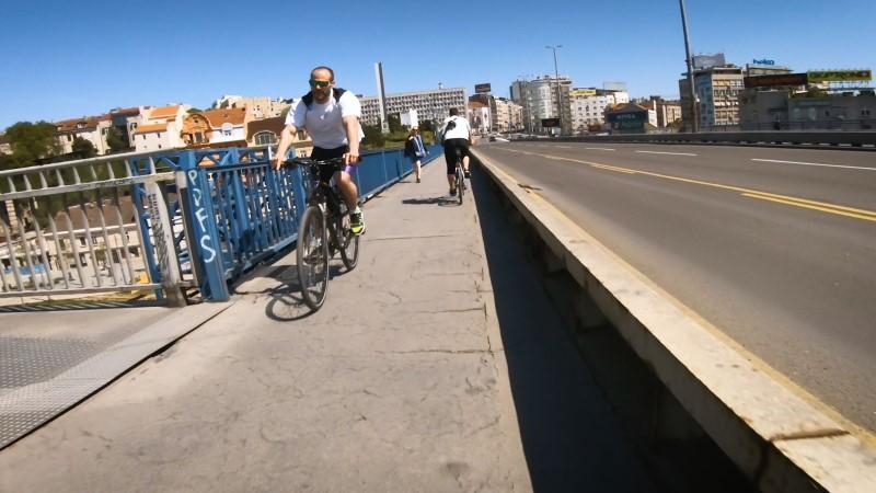 brankov most bicikl pešaci koronavirus pandemija žuta traka