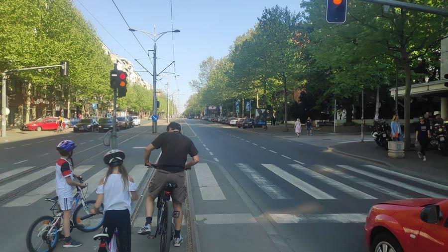 deca-saobraćaj-beograd-bicikl